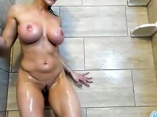 Legendary milf pornstar Kendra Lust fucking her pussy with a dildo