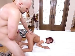 Petite fucked in the pussy by guy with ovwer sized dick
