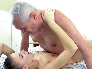 Teen gets pleasure with rock solid boner in her mouth