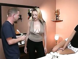 Massage and a blowjob for a horny couple