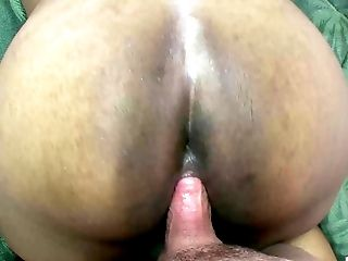 Bald white guy with a fat dick penetrates the chubby chocolate bimbo