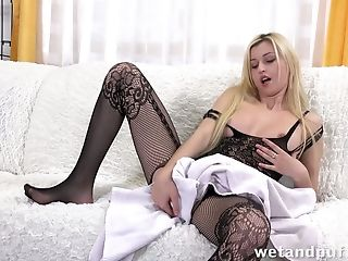 Loved watching this blonde showing off her private parts