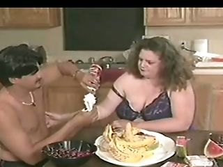 Dude loves the way his fat GF's tits taste and she gives good head