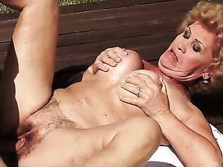 With huge tits asks her man to stick his meaty dick in her mouth