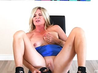 Nude solo pleases mature with deep toy porn