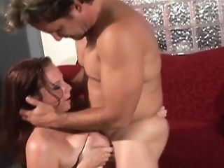 Gianna Michaels takes a messy facial after her titjob