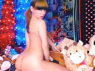 cam girl gets naked and cums during live show