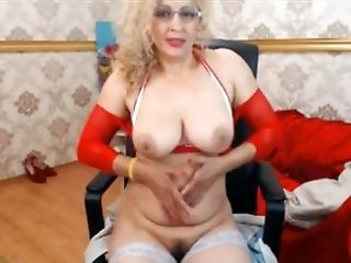 This buxom mature slut sure looks dazzling and she loves masturbating on cam