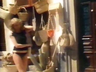 SAN TROPEZ - vintage blonde tease